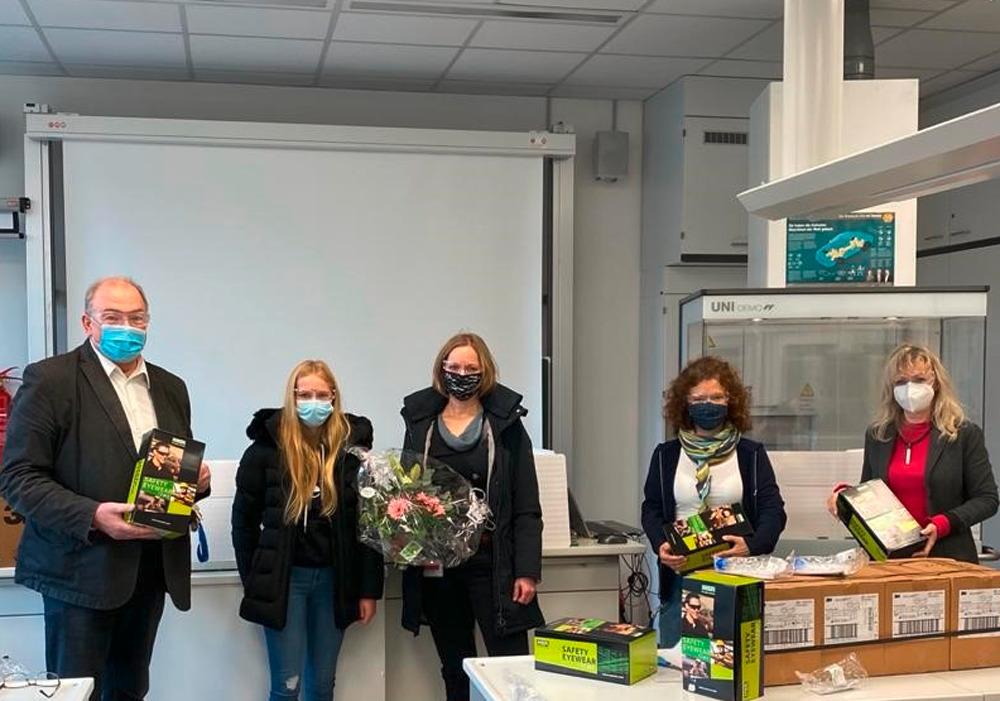 hc-tungsten-news-tungsten-spendet-gymnasien-chemie-schutzbrillen-ratsgymnasium